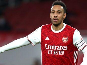 Gol telat Aubameyang mengirim Arsenal lolos