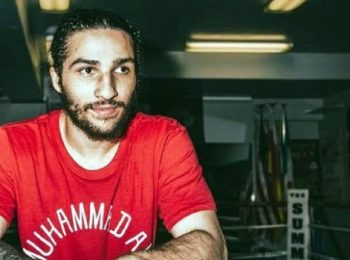 Ali Walsh, cucu Muhammad Ali, Memenangkan Pertarungan Debut Profesional