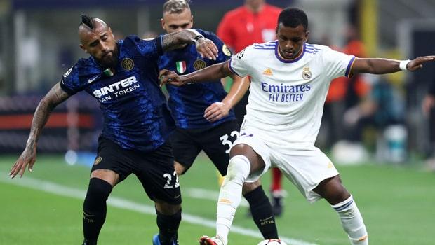 Gol terlambat Rodrygo mengamankan kemenangan bagi Real, sementara Atletico bermain imbang dengan Porto